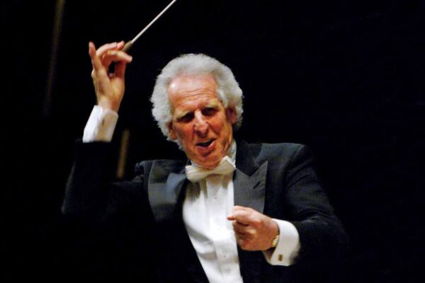 Bach: Cello Suite no. 1 – Prelude (Benjamin Zander – Interpretation Class).