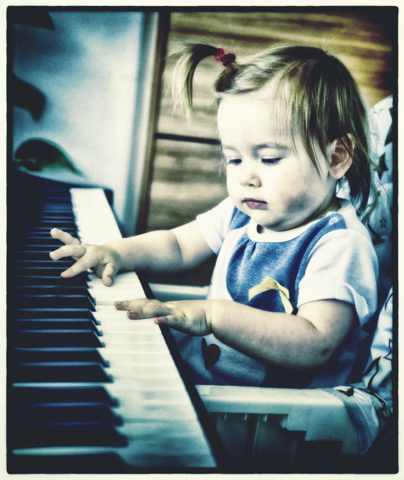 5 методов как научить трёхлетку музыке.