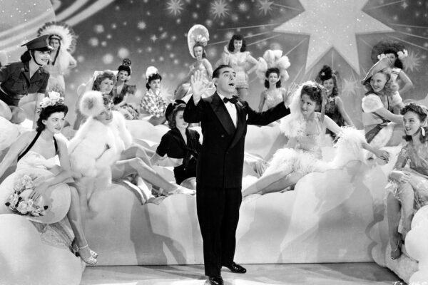 20 апреля. Уоррен Хилл, ведущий шоу Your Lucky Strike Hit Parade, провёл первый в мире музыкальный чарт.